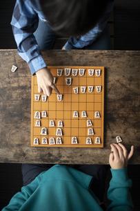対局する小学生棋士の写真素材 [FYI04820189]