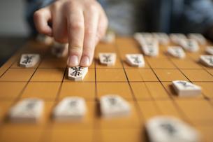 将棋を指す手元の写真素材 [FYI04820203]