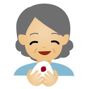 おにぎりを食べる年配の女性のイラスト素材 [FYI04820819]
