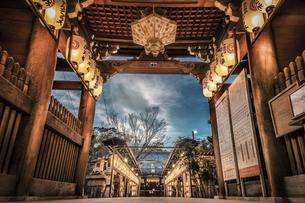 桑名宗社 夜景を空撮の写真素材 [FYI04821007]