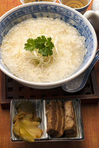 中華粥 東坡肉添えの写真素材 [FYI04821306]