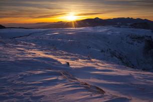 美ヶ原高原からの日の出の写真素材 [FYI04821358]