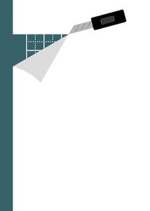 カッターナイフで白い紙を切るのイラスト素材 [FYI04821638]