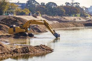 河川の浚渫工事の写真素材 [FYI04821697]