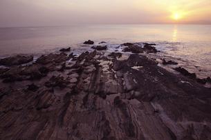 神奈川荒崎海岸の夕景の写真素材 [FYI04822121]