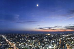 マジックアワー時の浜松市街地の写真素材 [FYI04822815]