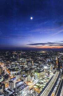 マジックアワー時の浜松市街地の写真素材 [FYI04822816]