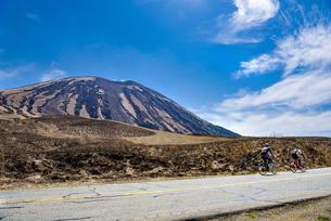 熊本県 杵島岳とロードバイクの写真素材 [FYI04823682]