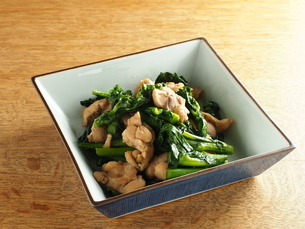 のらぼう菜と鶏肉炒めの写真素材 [FYI04823889]