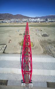復旧工事完了後の別所線千曲川橋梁と上田市街と太郎山の写真素材 [FYI04824107]