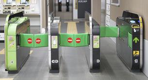 駅の自動改札機の写真素材 [FYI04824536]