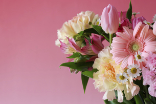 様々な花のブーケの写真素材 [FYI04825132]