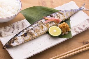 秋刀魚の塩焼きの写真素材 [FYI04825327]