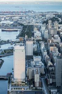 スカイガーデンから見る新しい横浜の風景の写真素材 [FYI04825489]