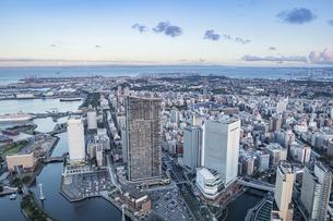 スカイガーデンから見る新しい横浜の風景の写真素材 [FYI04825490]
