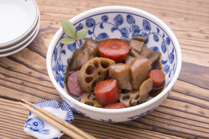 根菜とこんにゃくの煮物の写真素材 [FYI04825927]