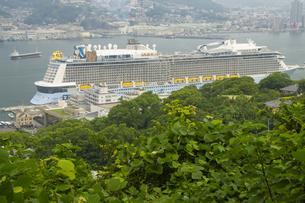 長崎港のクルーズ船の写真素材 [FYI04825978]