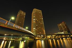 深夜の芝浦アイランドの写真素材 [FYI04826407]