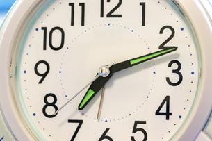 置き時計の文字盤と針の写真素材 [FYI04826811]