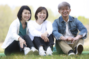 笑顔の親子の写真素材 [FYI04827621]
