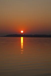 霞ヶ浦の夕日の写真素材 [FYI04827720]