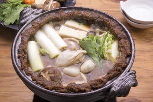 牡蠣の土手鍋の写真素材 [FYI04827788]