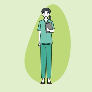 カルテを持つ、若い女性の医師のイラスト素材 [FYI04828042]