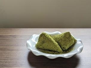 笹巻き(青大豆きな粉)の写真素材 [FYI04828372]