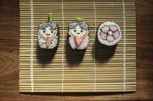 桃の節句 祭り寿司 巻きすの写真素材 [FYI04828382]