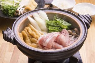 豚肉のはりはり鍋の写真素材 [FYI04828542]