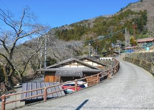 七面山山麓の宿場町「赤沢宿」の街並みの写真素材 [FYI04828848]