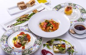 イタリアンコース料理の写真素材 [FYI04829478]