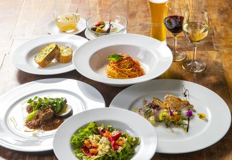 イタリアンコース料理の写真素材 [FYI04829479]
