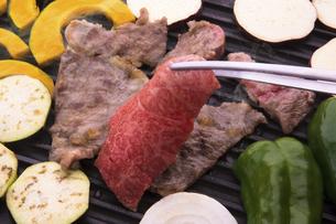 黒毛和牛の焼肉の写真素材 [FYI04830268]