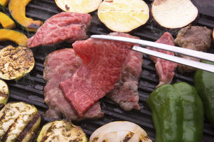 黒毛和牛の焼肉の写真素材 [FYI04830269]