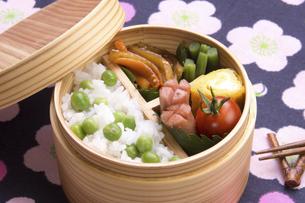 豆ご飯のお弁当の写真素材 [FYI04830291]