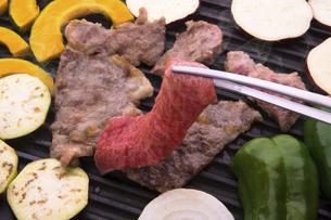黒毛和牛の焼肉の写真素材 [FYI04830304]