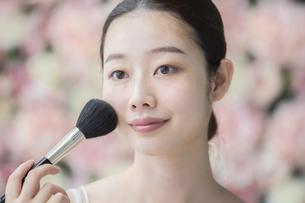 美容・化粧・ブラシ・女性の写真素材 [FYI04830546]