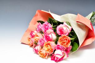 バラの花の花束の写真素材 [FYI04830667]