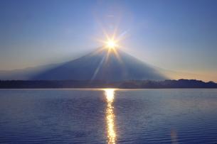 ダイヤモンド富士の写真素材 [FYI04831161]