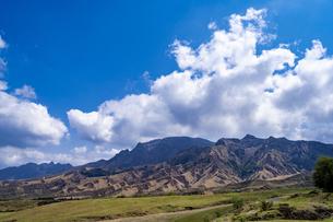 熊本県 パノラマラインより阿蘇山を望むの写真素材 [FYI04831203]