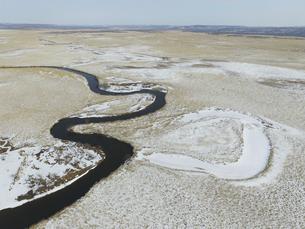 空撮・冬の釧路湿原(北海道・釧路町)の写真素材 [FYI04831429]