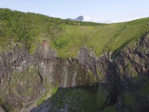 空撮・初夏のフレペの滝(北海道・知床)の写真素材 [FYI04831437]