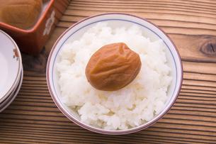 梅干しとご飯の写真素材 [FYI04832262]