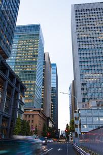 東京丸の内のビル群の写真素材 [FYI04832497]