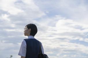 女子高生の後ろ姿の写真素材 [FYI04833102]