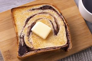 あん食パンのバタートーストの写真素材 [FYI04833871]