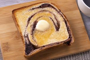 あん食パンのバタートーストの写真素材 [FYI04833872]