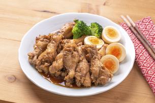 鶏の酢醤油煮の写真素材 [FYI04833873]