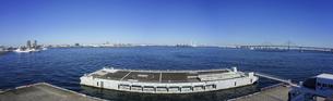 横浜大桟橋(大さん橋)先端からのパノラマの写真素材 [FYI04834118]